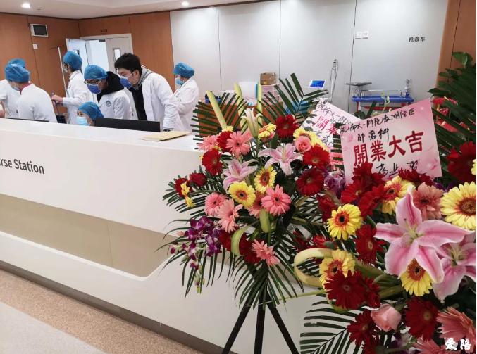 南昌大学第一附属医院引进爱陪智能陪护床图记4.png